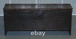 18ème Siècle Vers 1720 Chêne Massif Six Planches Coffer Trunk Poignée De Fer Épais