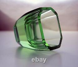 Art Déco Bohème Facetté Vert Verre Uranium Decanter Avec Une Poignée Et 3 Verres