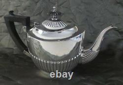 Belle Art Déco British Sterling Silver & Ebony Handle Teapot, Poston Co