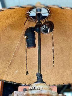 Lampe Antique De Table De Poignée D'urne En Marbre Art Déco Avec L'ombre En Fibre De Verre