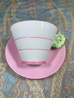 Royal Paragon Art Déco Tea Cup & Saucer Rose Avec Affichage De La Poignée De Fleurs Seulement