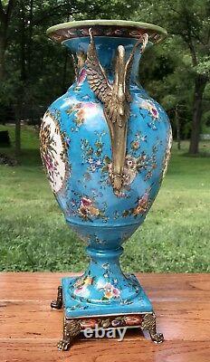 Wong Lee Blue Art Déco Porcelaine & Bronze Swan Handle Vase